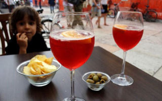 Давать ли вино детям: изучаем все «за» и «против»