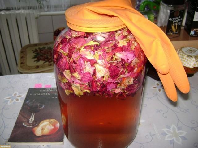 Вино из чайной розы в домашних условиях - рецепт на лепестках