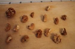 Чернослив в вине с грецкими орехами – рецепт десерта