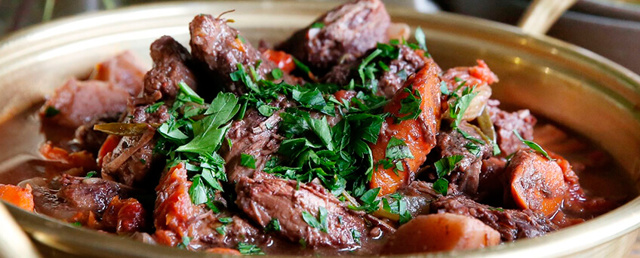 Тушеная говядина в красном вине – классический рецепт