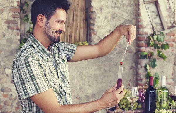 Сколько спирта (водки) добавить в домашнее вино для крепости