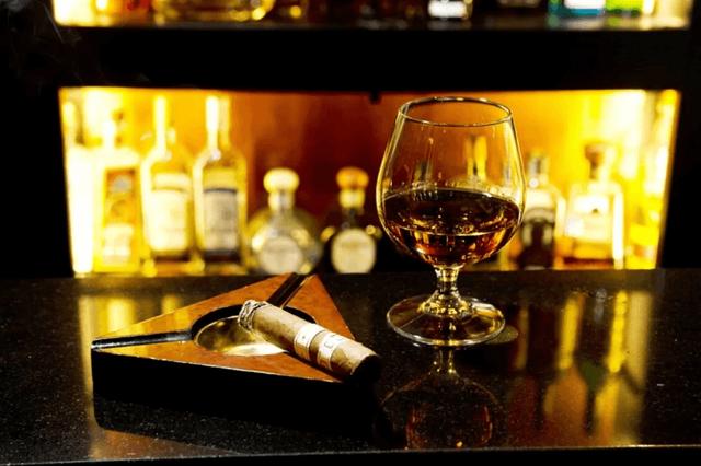 Вино и сигареты – особенности сочетания