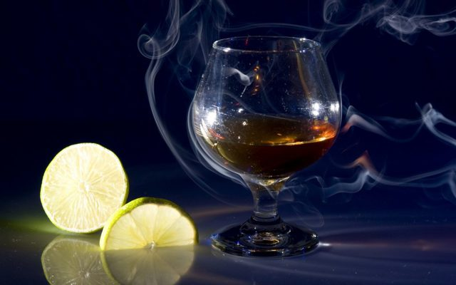 Коньяк с лимоном – русская традиция, шокирующая европейцев