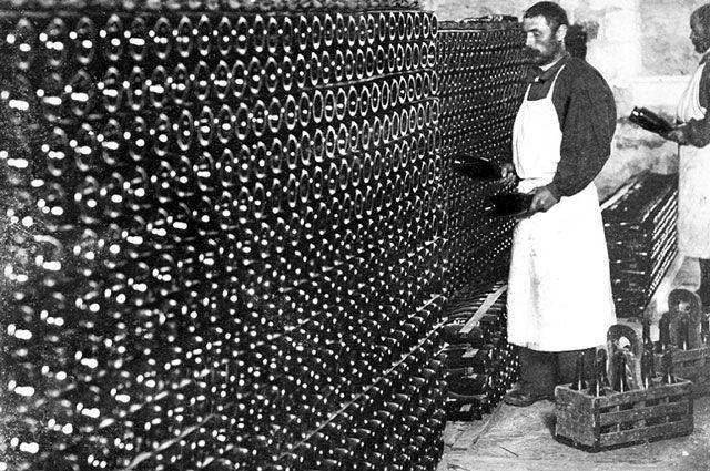 Шампанское Лев Голицын: описание, история и виды марки
