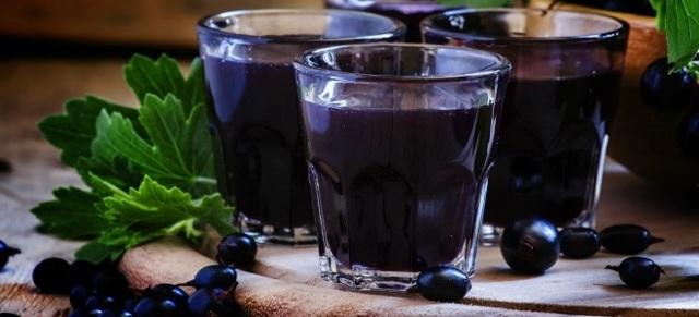 Настойка из черной смородины на коньяке: рецепт приготовления