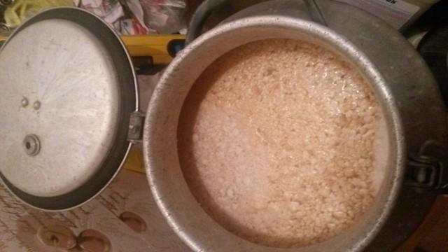 Быстрая брага для самогона – 2 рецепта из сахара и гороха