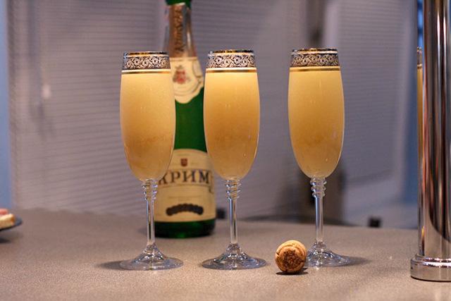 Шампанское с клубникой – четыре варианта сочетания