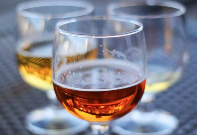 Как пить пиво – общие правила подачи, дегустации и закуски