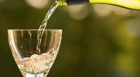Можно ли пить шампанское во время беременности и кормления грудью