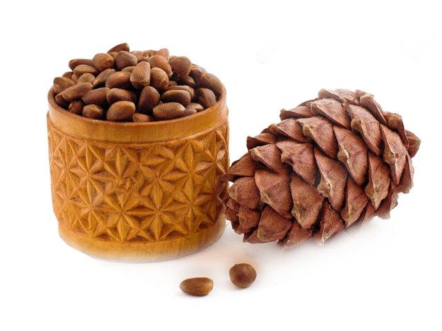 Настойка скорлупы кедровых и грецких орехов: рецепт и польза