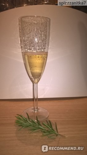 Шампанское Дербентское: описание, история и виды марки