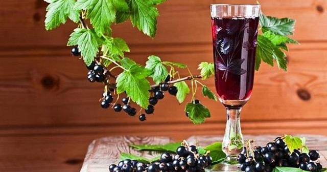 Настойка из смородины на водке, самогоне, спирте