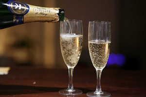 Шампанское Золотые традиции: описание, история и виды марки