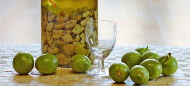 Настойка из зеленых грецких орехов: рецепт и применение