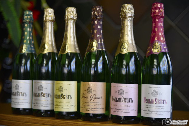 Шампанское Новый Свет: описание, история и виды марки
