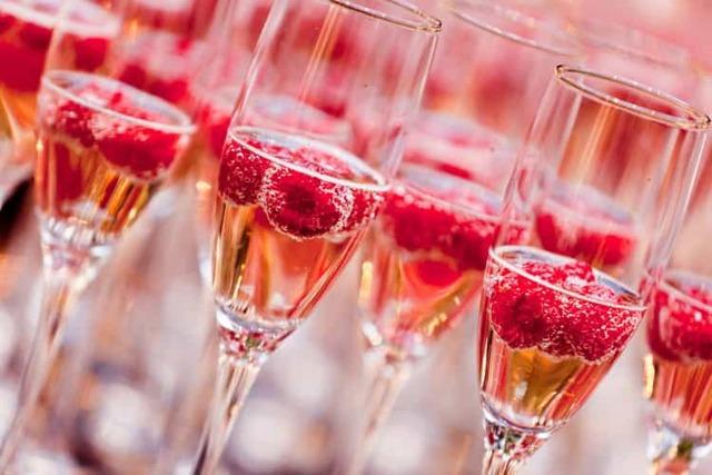 Розовое шампанское (игристое вино розе): особенности и сорта