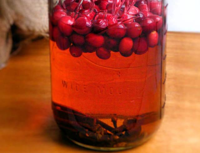 Домашние настойки из черноплодной и красной рябины - рецепты