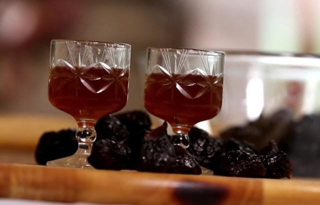 Простой самогон из слив - рецепт браги и перегонка