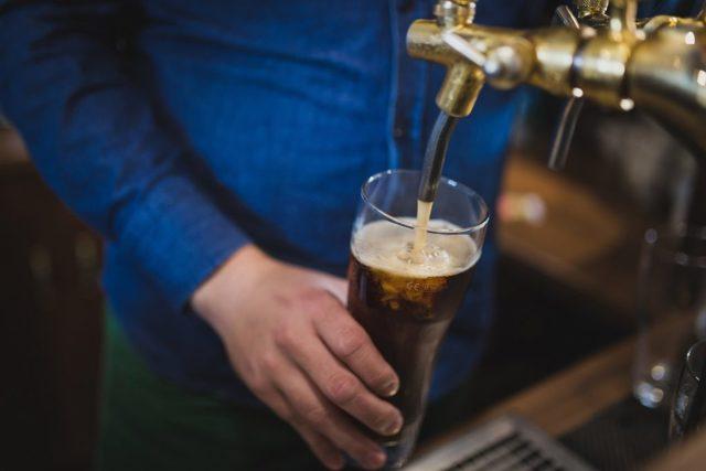 Как выбрать пиво в магазине и в баре (на разлив) – советы